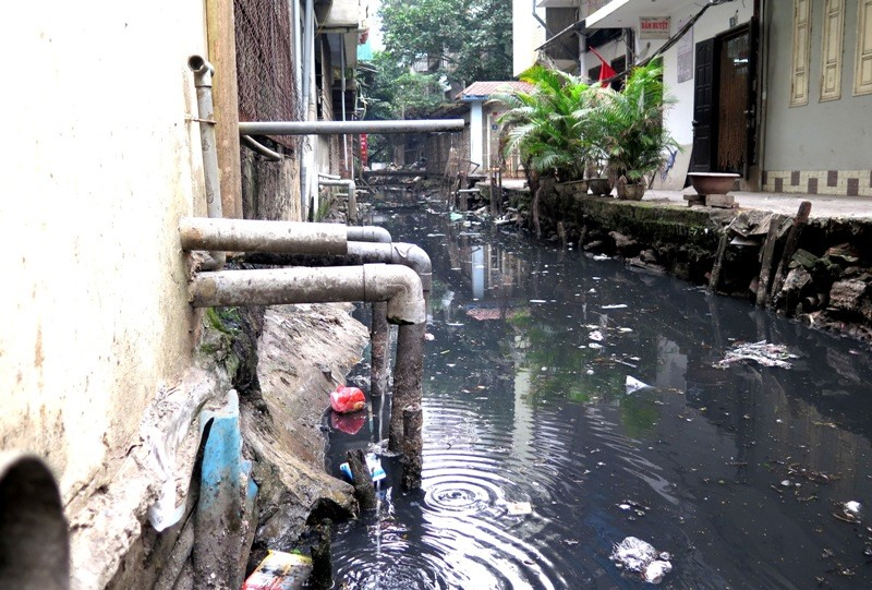 Nước thải sinh hoạt thải trực tiếp ra mương rãnh gây ô nhiễm