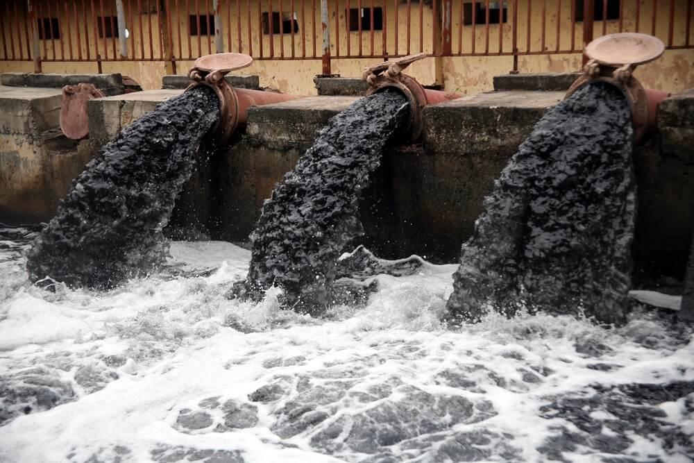 Nước thải được đưa về các bể chứa xử lý sơ bộ công đoạn 1